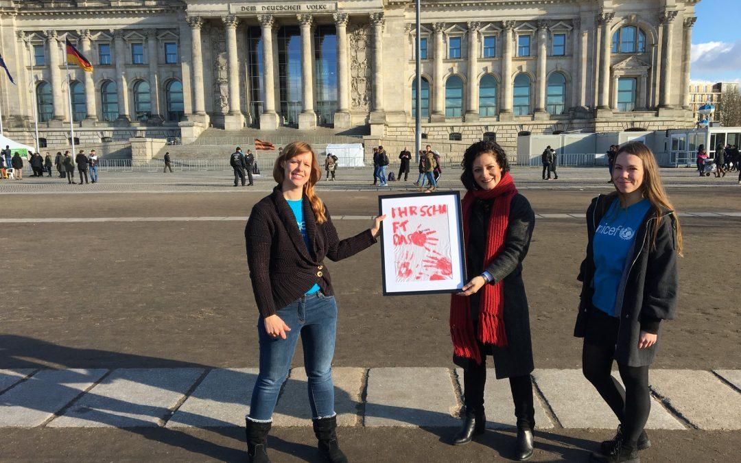 Red Hand Day 2021 – Stopp! Kinder dürfen niemals Soldat*innen sein!